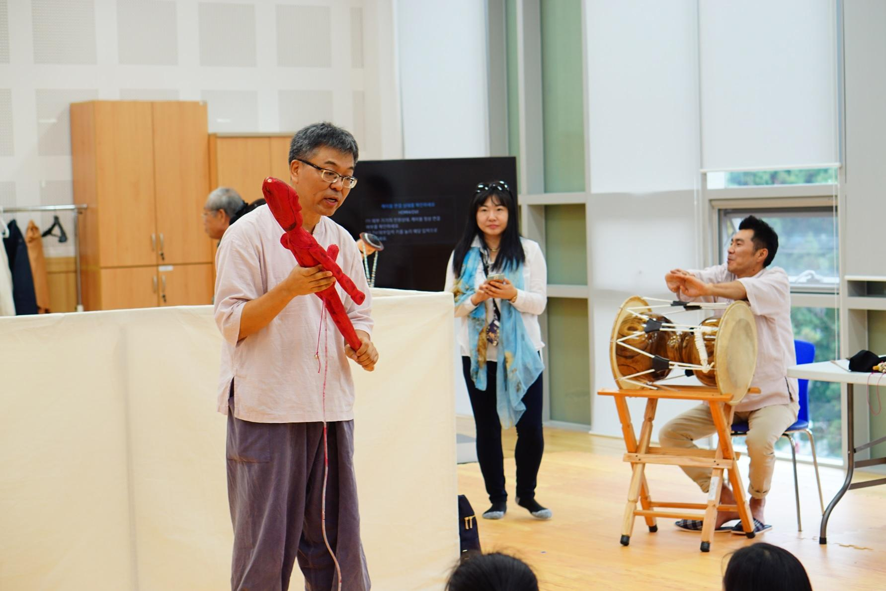 We have learned and experienced Namsadang Nori in the National Institute of Oral and Intangible Heritage of Humanity.